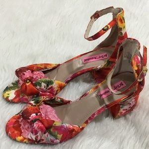 Betsey Johnson fay floral shoes size 7